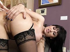 Eva Karera sucking like it aint no thing in blowjob action with hot blooded guy
