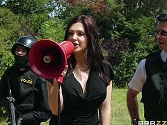 Look out all of you bad guys out there, don't fuck around with the law or else the police officer Alleta will hunt you down! This superb brunette can make any outlaw obey, especially when she's done talking and takes action. This time she unarmed a guy with her beautiful boobs and then finished him with her lips!