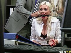 Ever fantasized about your busty colleague? Gigi is a blonde babe which has a mouth gag. She is dressed office and sexy in the same time. Her red heels, stockings and short skirt are a huge turn on. It's written available on all her face. See her nipples sucked passionately while masturbating with a vibrator.