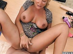 Robbye Bentley keeps her mouth wide open while taking cum facial