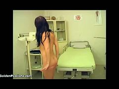 Anna opens mouth for tons of piss inside this kinky doctor's clinic and she is loving it. Raven haired girl goes to doctors office and has a check up… and some piss.