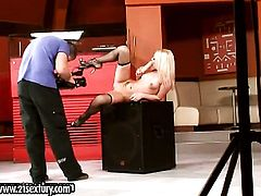 Blonde Honey Winter is curious about playing with herself on cam