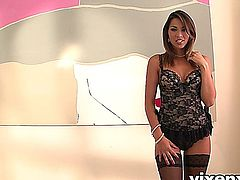 vixenx - Sexy babe in lingerie plays with sex beads