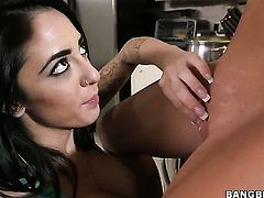 Alexa Aimes gets her love hole stretched by lesbian Carter Cruise