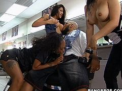 Hot Babes In A Hardcore Barbershop Orgy