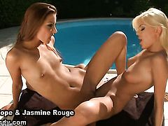 Blonde Jasmine Rouge with gigantic hooters takes Dido Angel s fingers in her love box