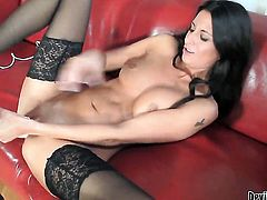 Nikki Daniels bares it all as she plays with her muff pie