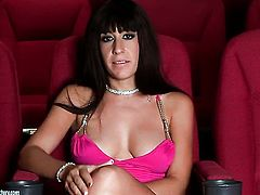 Brunette Eloa Lombard cant live a day without dildoing her pussy