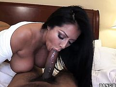 Kiara Mia shows off her hot body as she gets her mouth fucked