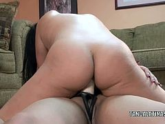 Chick Pass Amateur Network brings you a hell of a free porn video where you can see how this Angel Lynn fucks Valentina Lopez with a strap-on til she cums very hard.