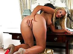 Marry Queen with giant breasts and smooth muff screams as she masturbates