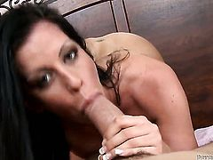 Larissa Dee asks hot guy to insert his boner in her mouth