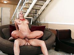 Clover gives bodacious Holly Hearts twat a try in sex action