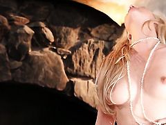 Sophia Knight bares it all in a tempting manner