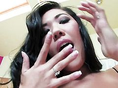 London Keyes does her best to get you hot in solo scene
