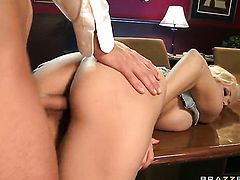 Rocco Reed gets pleasure from fucking Jazy Berlin