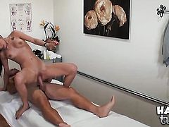 Arial Rose kills time rubbing her fuck hole