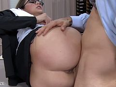 Naughty babe in stockings and glasses Allie Haze fuck a big shaft and take hot sperm.See how this sexy brunette busty babe in stocking getting her shaved cunt drilled hard till she gets cumshot.