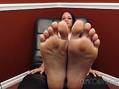 Goddes Raven - How does my foot sweat taste?