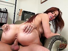 Brunette Lizzie Tucker with hairless pussy is too hot to stop sucking her mans hard cock