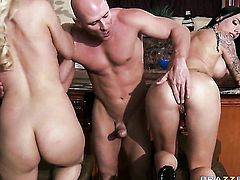 Johnny Sins enjoys irresistibly hot Jazy Berlin  Juelz Venturas wet hole in hardcore sex action