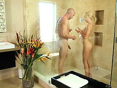 Carmen had wild ideas, when she wore her sexy leopard lingerie. The couple soon soaped each others' bodies and then, landed in the bathtub. Going by his hard on, the guy seemed to be liking this hot blonde. Carmen wasted no time, in giving him a quick handjob, before having hot and wet sex.