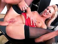 Timo Hardy gets pleasure from fucking hot bodied Lindsey Olsens back porch