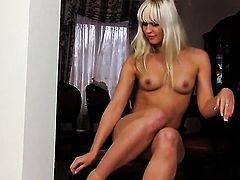 Tracy Delicious howls as she fucks herself with fingers