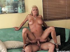 Chloe Dior gets her cunt drilled hard by hot guy