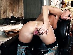 Niki Young gives pleasure to herself with the help of dildo