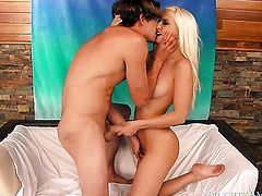 Tyler Nixon attacks ultra hot Jessie VoltS muff pie with his love torpedo