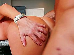 Hard body MILF India Summer gets her hole drilled