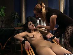 Mature Katy Parker tries her hardest to make lesbian Jesika Gold happy