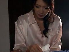 Sleaze Thai babe Gives sensuous swallow in Close Up scenes