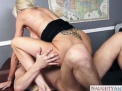 Seth Gamble plays with dripping wet hole of Asian Emma Starr before he fucks her hard