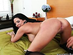 Van Wylde bangs Missy Martinez with big butt as hard as possible in steamy anal action