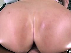 Big juicy ass Vanessa Cage