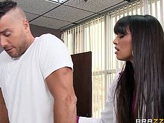Ramon suffered a serious trauma and needs special medical care. His doc, miss Mercedes, tries her best, but it seems that Ramon just lost his willpower. Well now, when it's about motivation, our sexy doc has an ace up her sleeve! She makes Ramon push himself, using her sensual lips and some suction power!