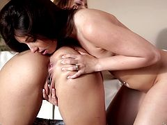 Dani Daniels and Lola Foxx lick pussy and cum their brains out