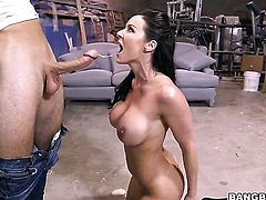Kendra Lust with big butt is just a slut that masturbates a dude the way she can
