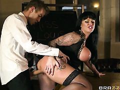 Unthinkably hot breathtaker Kerry Louise has a great desire to be mouth fucked by Danny D