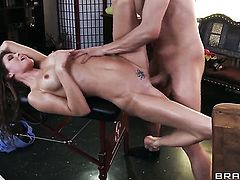 Xander Corvus gets pleasure from fucking in her sweet mouth