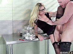 Jessa Rhodes has dick-hungry beaver and takes Johnny Sinss sausage