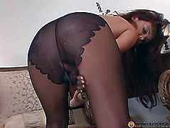 Puts her ass in pantyhose