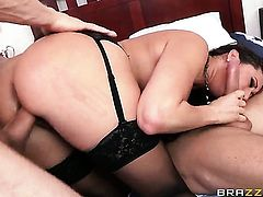 Senora Mick Blue loves the way Erik Everhard bangs her mouth after anal sex