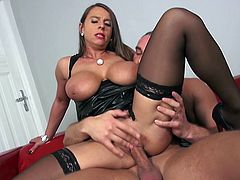 If you are into horny attractive mature ladies, click to watch Susi getting loose in bed. The attractive long-haired versed woman is just craving for a hard cock. She seems very skillful at sucking dick. Among her favorite sex positions, there's the kinky reverse cowgirl. Don't miss the hardcore scenes!