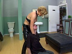 Blonde babe in leather gets rimjob and cunt licked before sucking cock