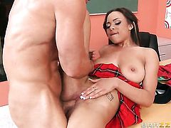 Johnny Sins buries his rock solid schlong in sex hungry Jade Aspens bush