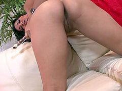 Impressively sexy brunette hottie Sunny Leone is mad about masturbation