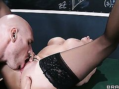 Johnny Sins attacks irresistibly sexy Joslyn JamesS love box with his love torpedo